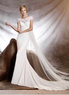 Trumpet/Mermaid Scoop Neck Court Train Chiffon Wedding Dress With Appliques Lace