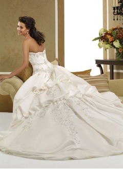 A-Line/Princess Sweetheart Chapel Train Satin Wedding Dress With Embroidered Beading