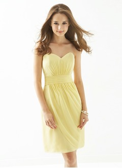 Sheath/Column Strapless Knee-Length Chiffon Prom Dress With Ruffle