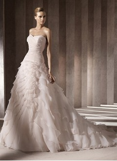 A-Line/Princess Sweetheart Chapel Train Organza Satin Wedding Dress With Ruffle Beading