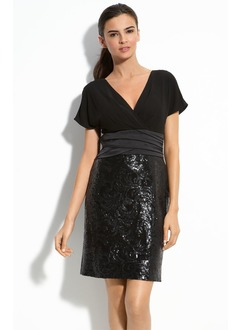 Sheath/Column V-neck Short/Mini Chiffon Sequined Mother of the Bride Dress With Ruffle Lace