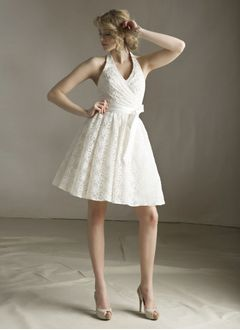 A-Line/Princess Halter Knee-Length Lace Bridesmaid Dress With Bow(s)