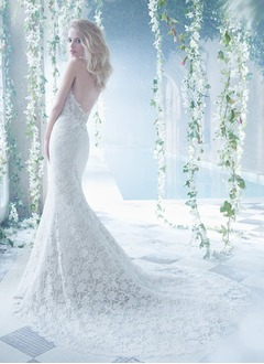 Trumpet/Mermaid Strapless Sweetheart Chapel Train Lace Wedding Dress With Beading