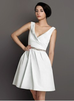 A-Line/Princess V-neck Knee-Length Satin Homecoming Dress With Ruffle Beading