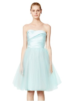 A-Line/Princess Strapless Sweetheart Knee-Length Satin Tulle Homecoming Dress With Ruffle