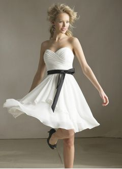 A-Line/Princess Strapless Sweetheart Knee-Length Chiffon Homecoming Dress With Ruffle Sash