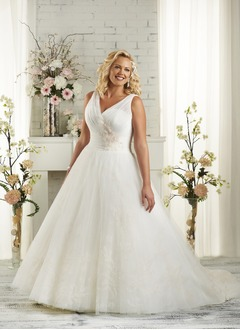 A-Line/Princess V-neck Court Train Tulle Wedding Dress With Ruffle Appliques Lace Flower(s)
