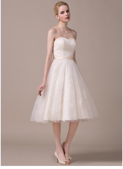 A-Line/Princess Strapless Sweetheart Knee-Length Tulle Lace Wedding Dress With Ruffle