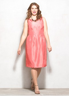 Sheath/Column Scoop Neck Knee-Length Taffeta Mother of the Bride Dress With Ruffle Bow(s)
