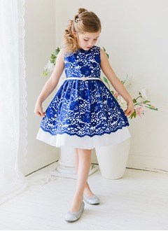 A-Line/Princess Scoop Neck Knee-Length Lace Flower Girl Dress With Sash