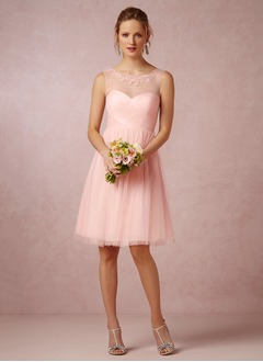 A-Line/Princess Scoop Neck Knee-Length Tulle Bridesmaid Dress With Ruffle Appliques Lace