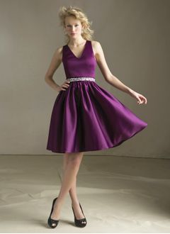 A-Line/Princess V-neck Knee-Length Satin Homecoming Dress With Ruffle Beading Bow(s)