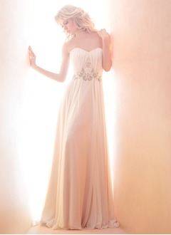 A-Line/Princess Strapless Sweetheart Court Train Chiffon Wedding Dress With Ruffle Beading