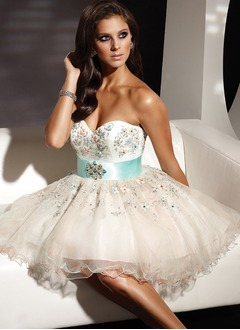 A-Line/Princess Strapless Sweetheart Short/Mini Tulle Homecoming Dress With Embroidered Sash Beading