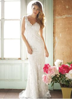 Trumpet/Mermaid V-neck Sweep Train Lace Wedding Dress With Beading Appliques Lace (0025093711)