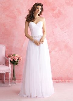 A-Line/Princess Strapless Sweetheart Court Train Tulle Wedding Dress With Ruffle Beading