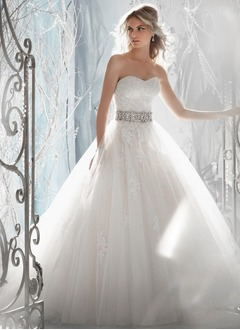 Ball-Gown Strapless Sweetheart Court Train Tulle Lace Wedding Dress With Crystal Brooch