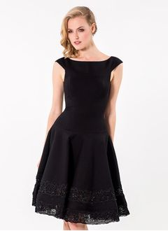 A-Line/Princess Scoop Neck Knee-Length Charmeuse Cocktail Dress With Lace Beading
