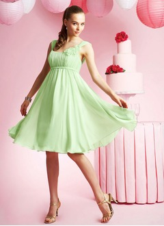 Empire Scoop Neck Knee-Length Chiffon Homecoming Dress With Ruffle Flower(s)