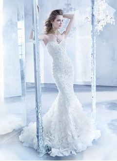 Trumpet/Mermaid Strapless Sweetheart Chapel Train Organza Lace Wedding Dress With Beading