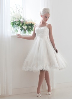 A-Line/Princess Knee-Length Tulle Lace Wedding Dress With Sash Bow(s)