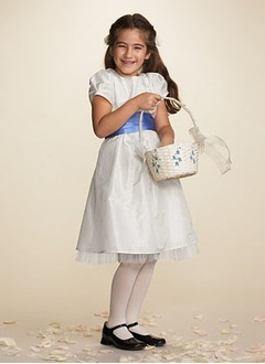 A-Line/Princess Scoop Neck Knee-Length Taffeta Tulle Flower Girl Dress With Sash