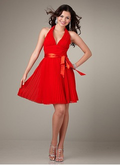 A-Line/Princess Halter Knee-Length Chiffon Satin Homecoming Dress With Bow(s) Pleated