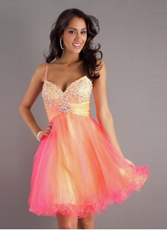 A-Line/Princess Strapless Sweetheart Knee-Length Tulle Sequined Homecoming Dress With Ruffle Beading