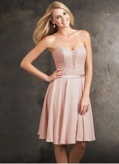 A-Line/Princess Strapless Sweetheart Knee-Length Chiffon Bridesmaid Dress With Appliques Lace