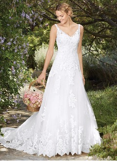 A-Line/Princess V-neck Chapel Train Lace Wedding Dress