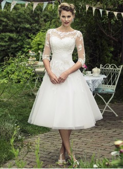 A-Line/Princess Scoop Neck Knee-Length Tulle Wedding Dress With Appliques Lace Flower(s)