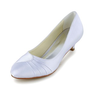 Vrouwen Satijn Kitten Hak Closed Toe Pumps met Ruches (0475102682)