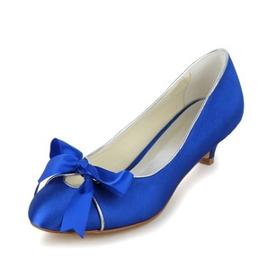 Vrouwen Satijn Kitten Hak Closed Toe Pumps met Strik