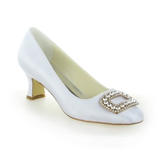 Vrouwen Satijn Kitten Hak Closed Toe Pumps met Strass (0475119288)
