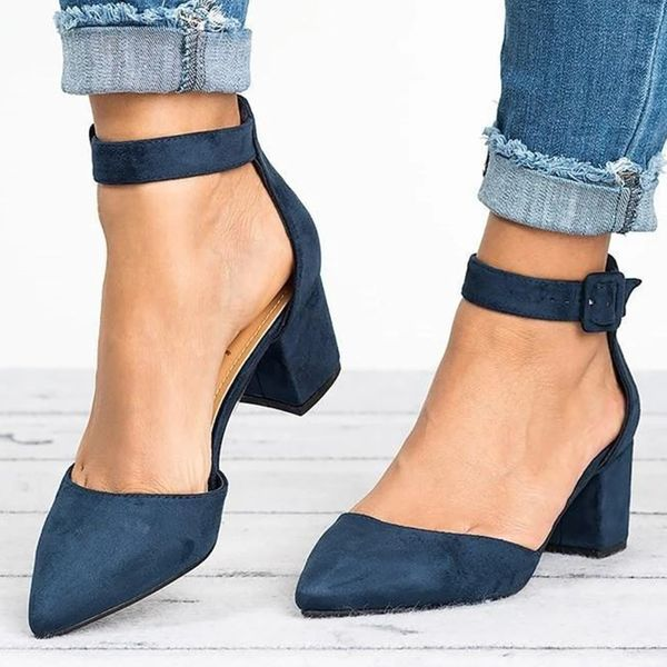 Women's Buckle Ankle Strap Closed Toe Pointed Toe Chunky Heel Sandals (1625585943)